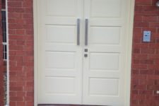 Solid Doors Painted with Pull Handle